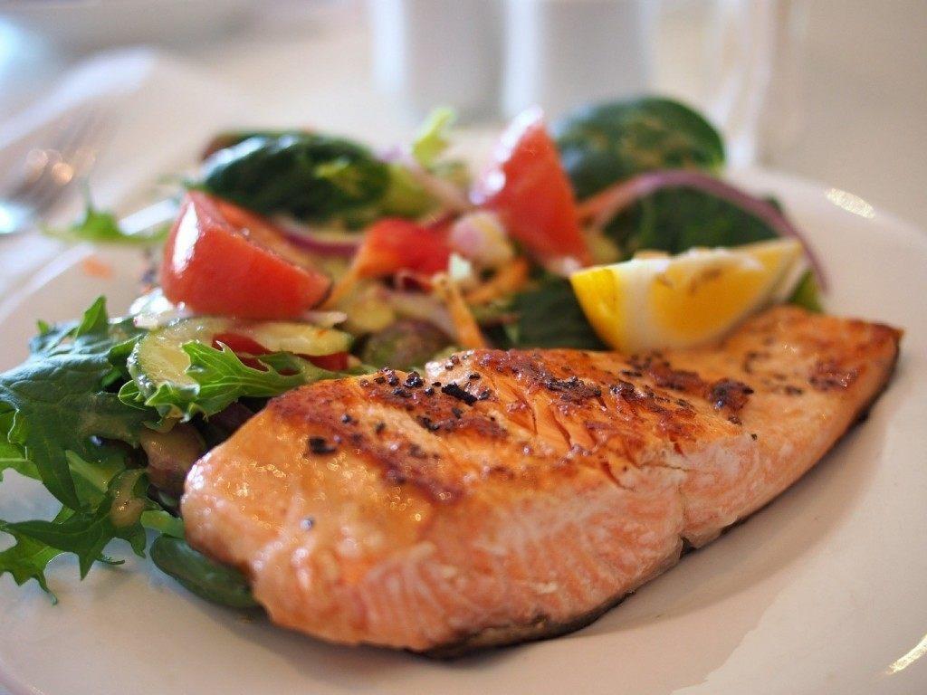 Eet een koolhydraatarme lunch op het werk