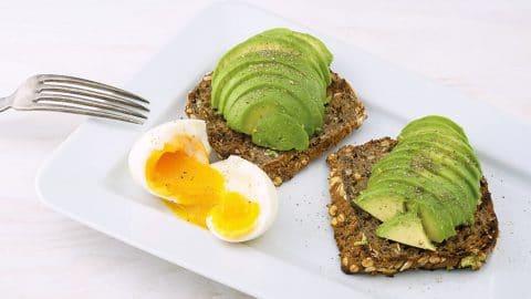 Betere Ei met avocado en tomaat | Koolhydraatarm | Makkelijk Afvallen EA-88