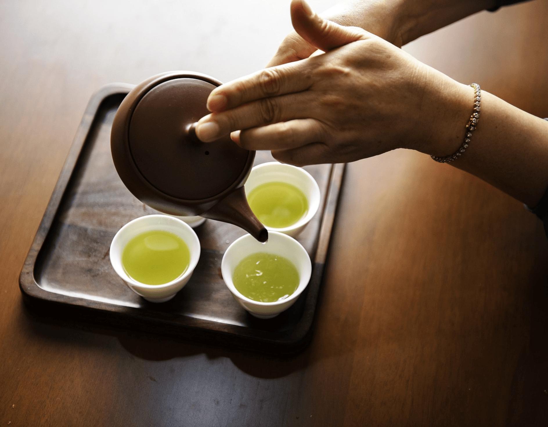 groene thee helpt je gezond zijn en afvallen.