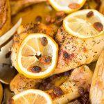 Recept voor plakkerige kip uit de oven met citroen en kruiden