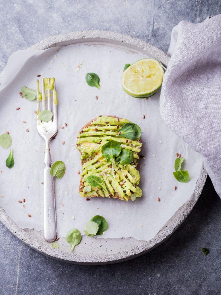 snelle recepten toast met avocado limoen spread