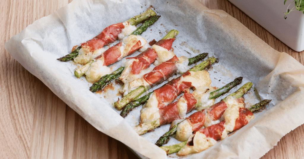 Voorgerecht asperges met ham en geitenkaas
